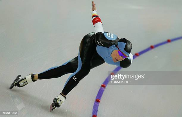 German Claudia Pechstein skates during the speed skating ladies 3000m race at the 2006 Winter OLympics 12 February 2006, in the Oval Lingotto, Turin....