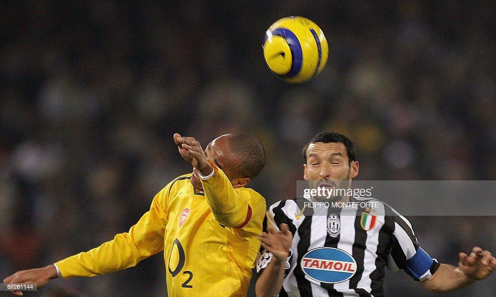 Juventus' defender Gianluca Zambrotta (R : News Photo
