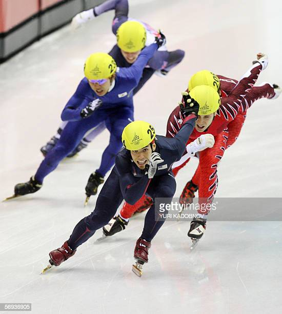 US Apollo Ohno leads in the men's 500m final during the short track competition at the 2006 Winter Olympics 25 February 2006 at the Palavela in Turin...