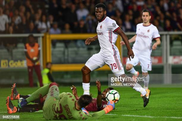 Turin's Italian goalkeeper Salvatore Sirigu defelects a shot from AC Milan's Ivorian midfielder Franck Kessie during the Italian Serie A football...