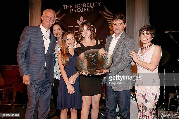 Turk Pipkin, Kathryn Chandler, Sawyer Chandler, Sydney Chandler, Kyle Chandler and Christy Pipkin pose with the Feed The Peace Award during the 10th...