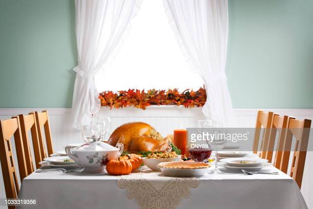 turkey as centerpiece for a thanksgiving feast - tavolo da soggiorno foto e immagini stock