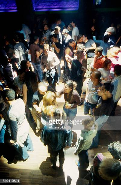 Turkey, Istanbul: Beyoglu: Taksim, modern Turkish young people with tourists in the discotheque.