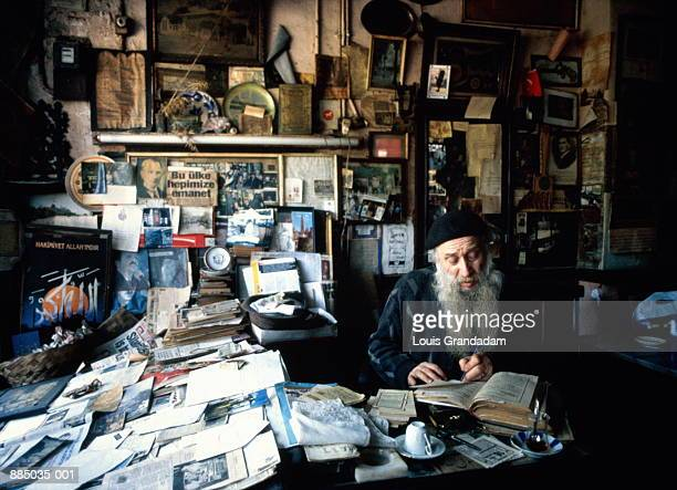 Turkey, Istanbul, man reading in tea room