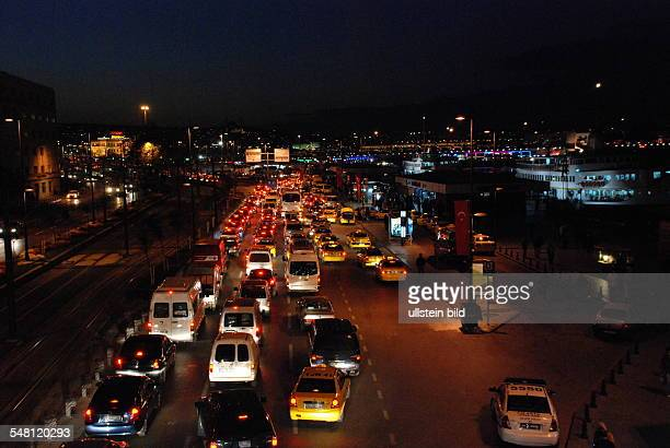 Turkey - Istanbul: rush-hour traffic at Eminoen quarter