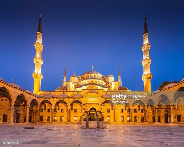 Turkey, Istanbul, view of Sultanahmet Camii, Blue mosque, blue hour