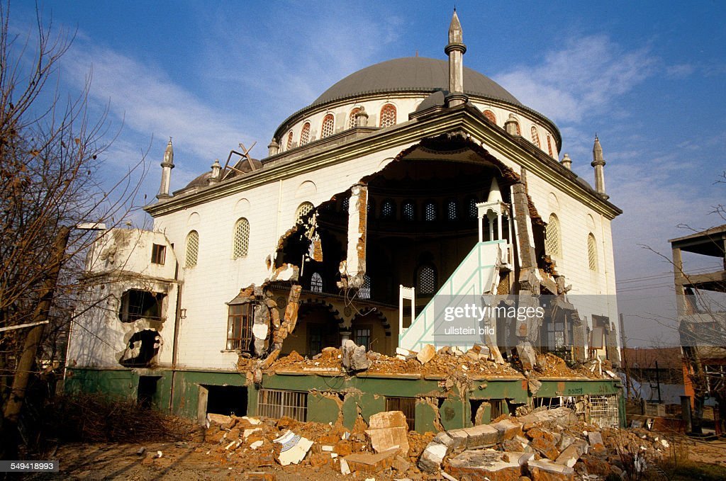 After the earthquake.- A destroyed mosque in Kaynasil near Dueze; buildings marked with a X have to be pulled down because of unsafe, clearing work.