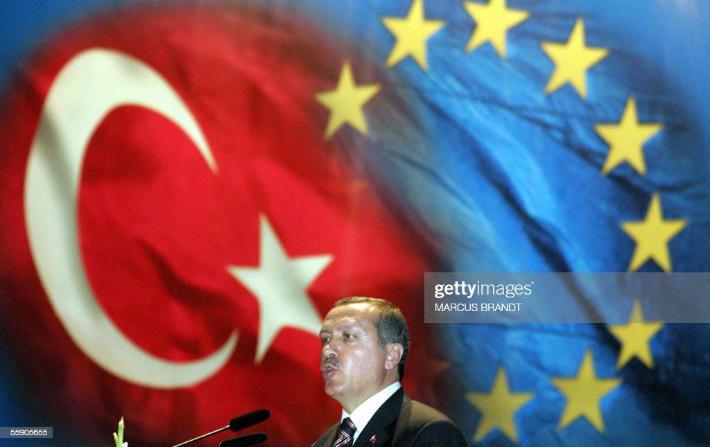 Turkish Prime Minister Recep Tayyip Erdo : ニュース写真