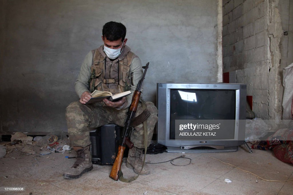 TOPSHOT-SYRIA-HEALTH-VIRUS-IDLIB : News Photo