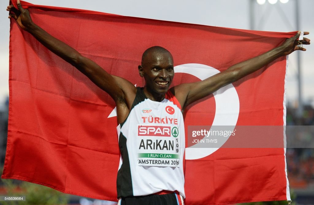 Turkey's athlete Polat Kemboi Arikan celebrates after crossing the finish line to win the men's 10,000 final race during the European Athletics Championships in Amsterdam at the Olympic Stadium on July 8, 2016. / AFP / JOHN