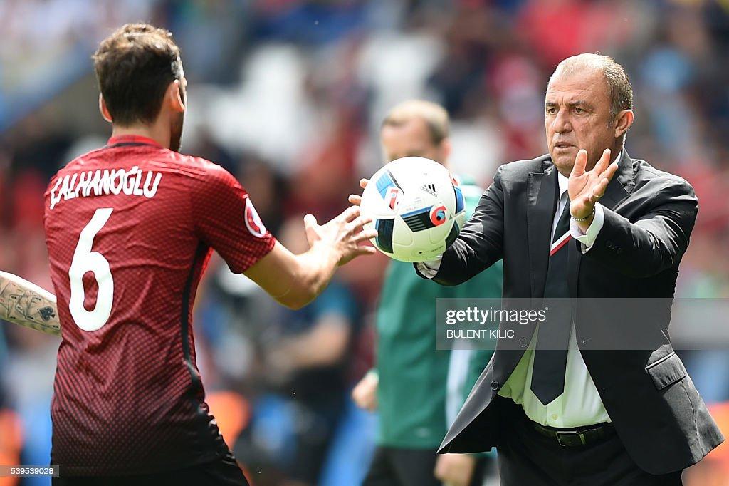 FBL-EURO-2016-MATCH5-TUR-CRO : News Photo