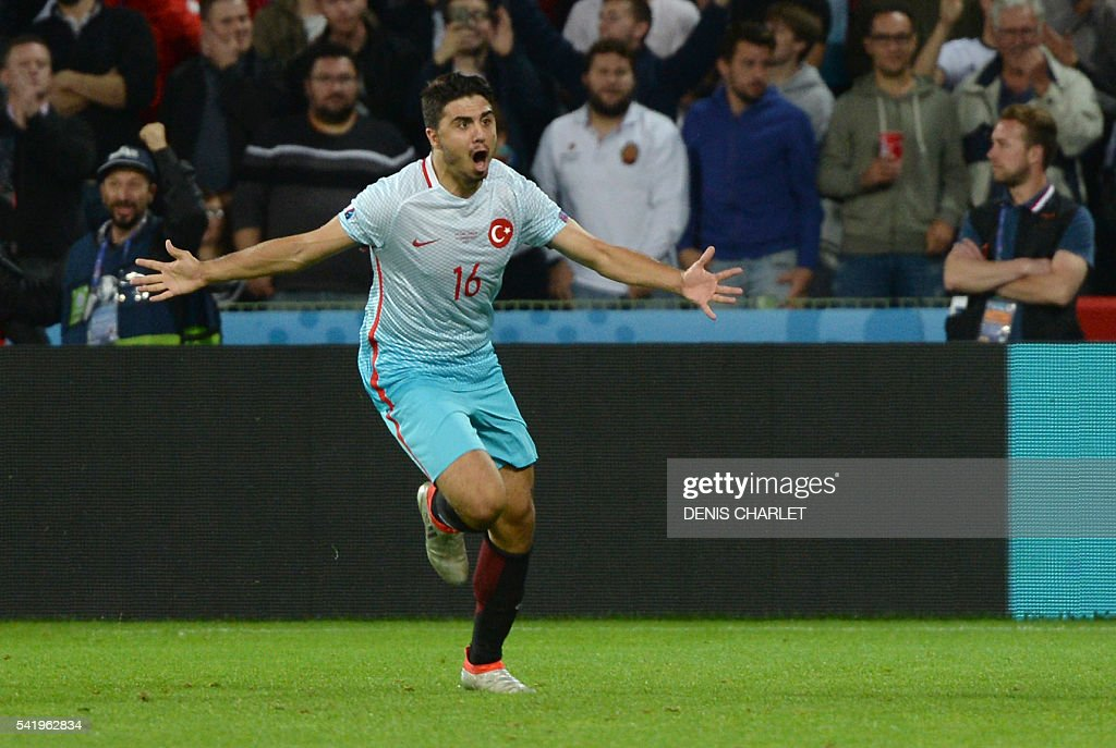 Turkey's midfielder Ozan Tufan celebrates after scoring a goal during the Euro 2016 group D football match between Czech Republic and Turkey at Bollaert-Delelis stadium in Lens on June 21, 2016. / AFP / DENIS