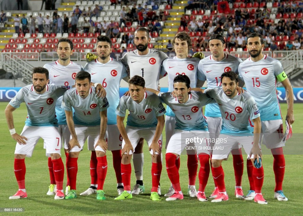 Turkey's National football team pose prior the FIFA World Cup 2018 qualification football match between Kosovo and Turkey in Loro Borici stadium in the city of Shkoder on June 11, 2017. / AFP PHOTO / Gent SHKULLAKU