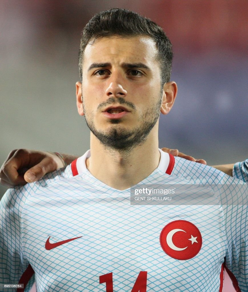 Turkey's Oguzhan Ozyakup looks on prior the FIFA World Cup 2018 qualification football match between Kosovo and Turkey in Loro Borici stadium in the city of Shkoder on June 11, 2017. / AFP PHOTO / Gent SHKULLAKU