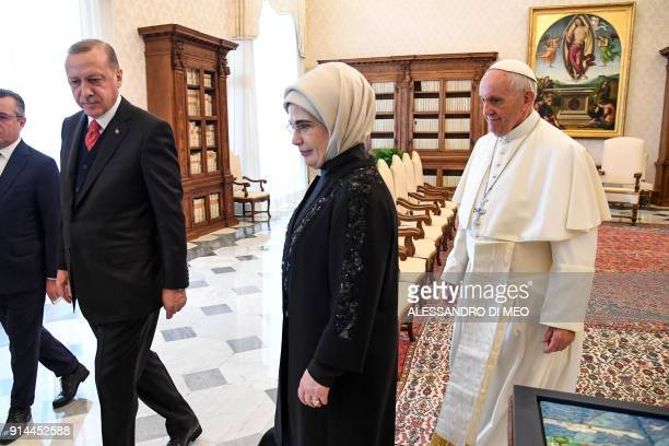 Turkey's President Recep Tayyip Erdogan and his wife Emine meet with Pope Francis during a private audience on February 5 2018 at the Vatican / AFP...