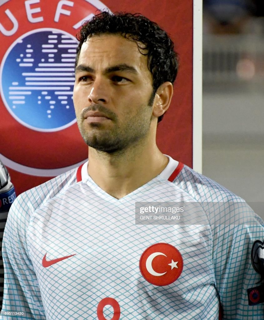 Turkey's Selcuk Inan looks on prior the FIFA World Cup 2018 qualification football match between Kosovo and Turkey in Loro Borici stadium in the city of Shkoder on June 11, 2017. / AFP PHOTO / Gent SHKULLAKU