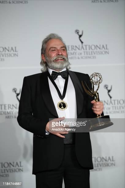 Turkish actor Haluk Bilginer holds the International Emmy for 'Sahsiyet' in the category of Performance by an Actor at the 47th International Emmy...