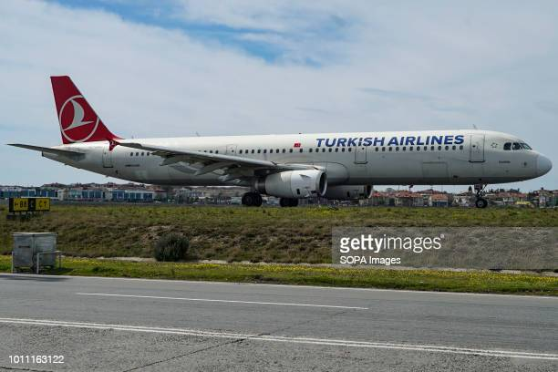 Turkish Airlines Airbus A321 ready to depart Turkish Airlines is a state owned airline member of Star Alliance with 328 airplane fleet and 220...