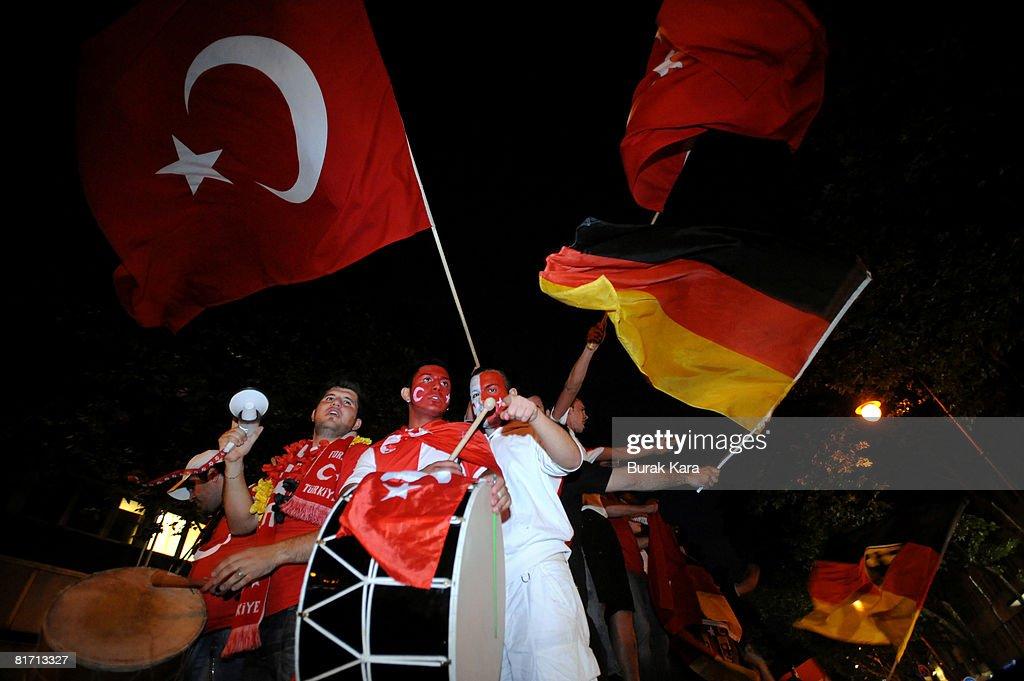 EURO 2008 - Public Viewing Germany v Turkey : News Photo