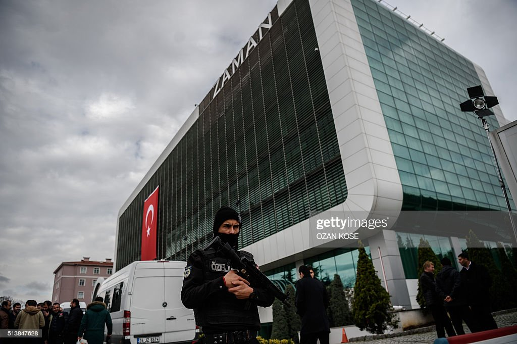 Turkish anti-riot police officers stand guard in front of the headquarters of Turkish daily newspaper Zaman in Istanbul on March 5, 2016, after Turkish authorities seized the headquarters in a midnight raid. Turkish authorities were on March 5 in control of the newspaper staunchly opposed to President Recep Tayyip Erdogan after using tear gas and water cannon to seize its headquarters in a dramatic raid that raised fresh alarm over declining media freedoms. Police fired the tear gas and water cannon just before midnight at a hundreds-strong crowd that had formed outside the headquarters of the Zaman daily in Istanbul following a court order issued earlier in the day. / AFP / OZAN