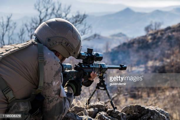 軍事作戦中のトルコ軍狙撃兵 - 狙撃兵 ストックフォトと画像