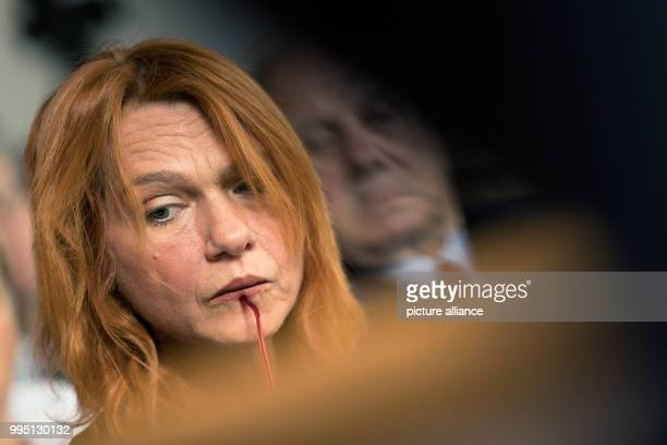 Turkish author and journalist Asli Erdogan photographed during the award ceremony of the Erich Maria Remarque Peace Prize in Osnabrueck Germany 22...