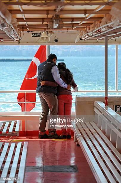 turkish couple on a boat ride - emreturanphoto - fotografias e filmes do acervo