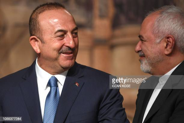 Turkish Foreign Minister Mevlut Cavusoglu and Iranian Foreign Minister Mohammad Javad Zarif attend a press conference on October 30, 2018 in Istanbul.