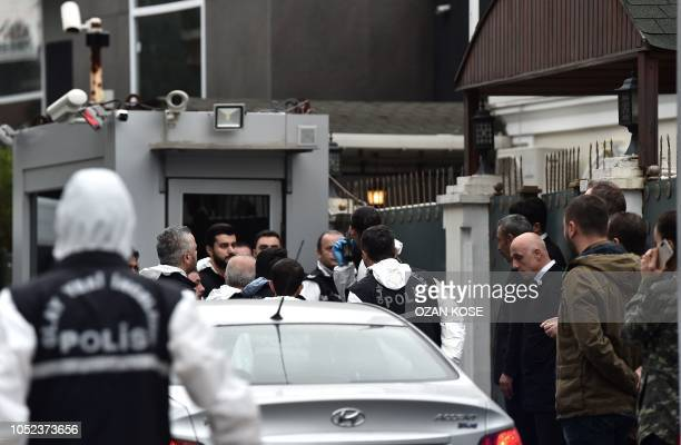 Turkish forensic and investigation officers arrive at the Saudi Arabia's Consul General Mohammad al-Otaibi on October 17, 2018 in Istanbul. - Saudi...