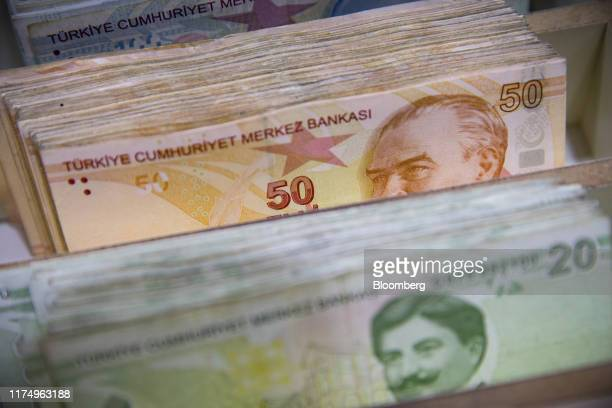 Turkish Lira banknotes sit in a till tray inside a foreign currency exchange bureau in the Beyoglu district of Istanbul, Turkey on Wednesday, Oct. 9,...