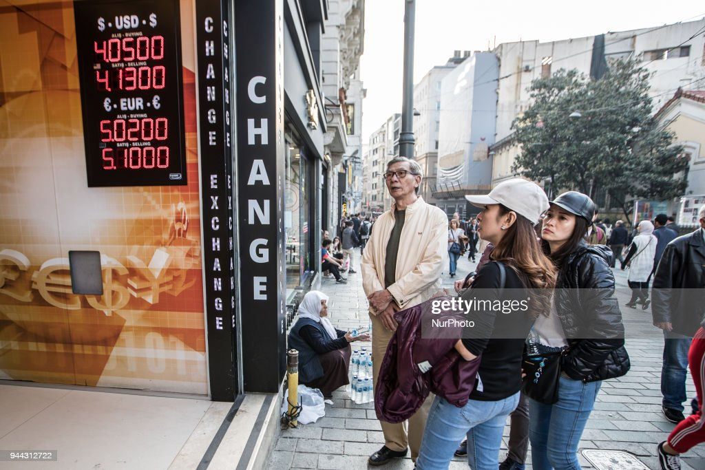 Turkish lira falls to record