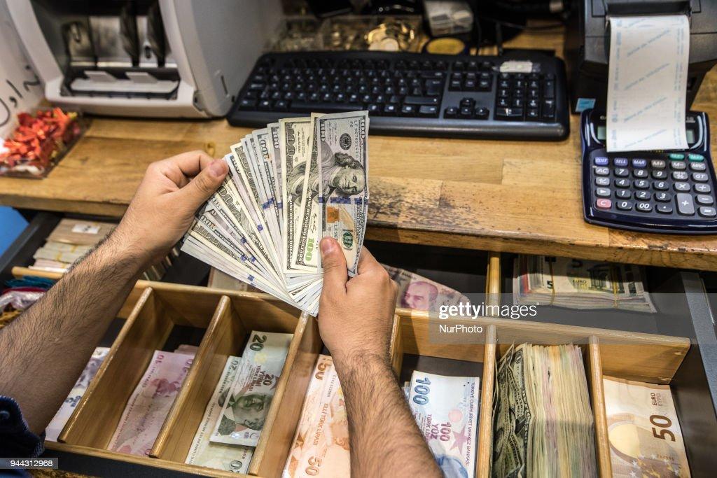 Turkish lira falls to record : News Photo