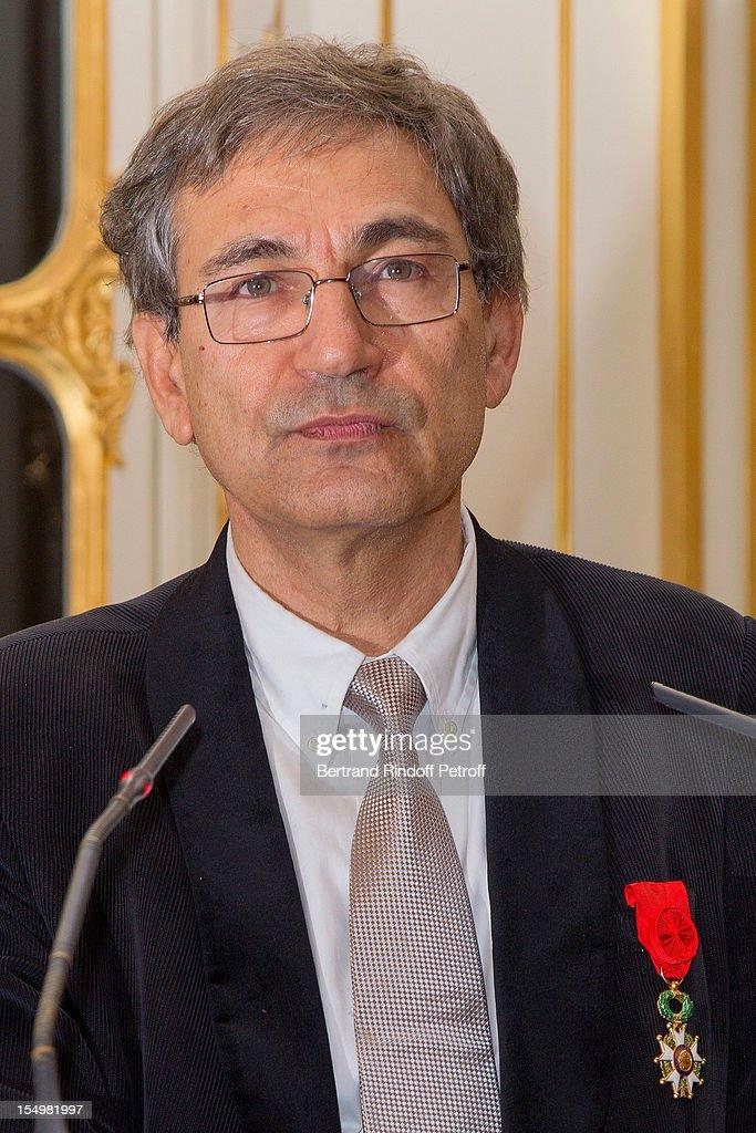 Orhan Pamuk Awarded Officier De l'Ordre National De La Legion D'Honneur : News Photo