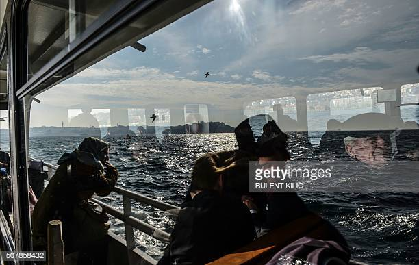 TOPSHOT Turkish people travel on a ferry boat from the European side to Anatolia on February 1 near Istanbul / AFP / BULENT KILIC