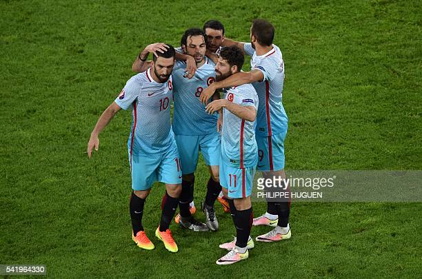 Turkish players celebrate their victory at the end of the Euro 2016 group D football match between Czech Republic and Turkey at Bollaert-Delelis...