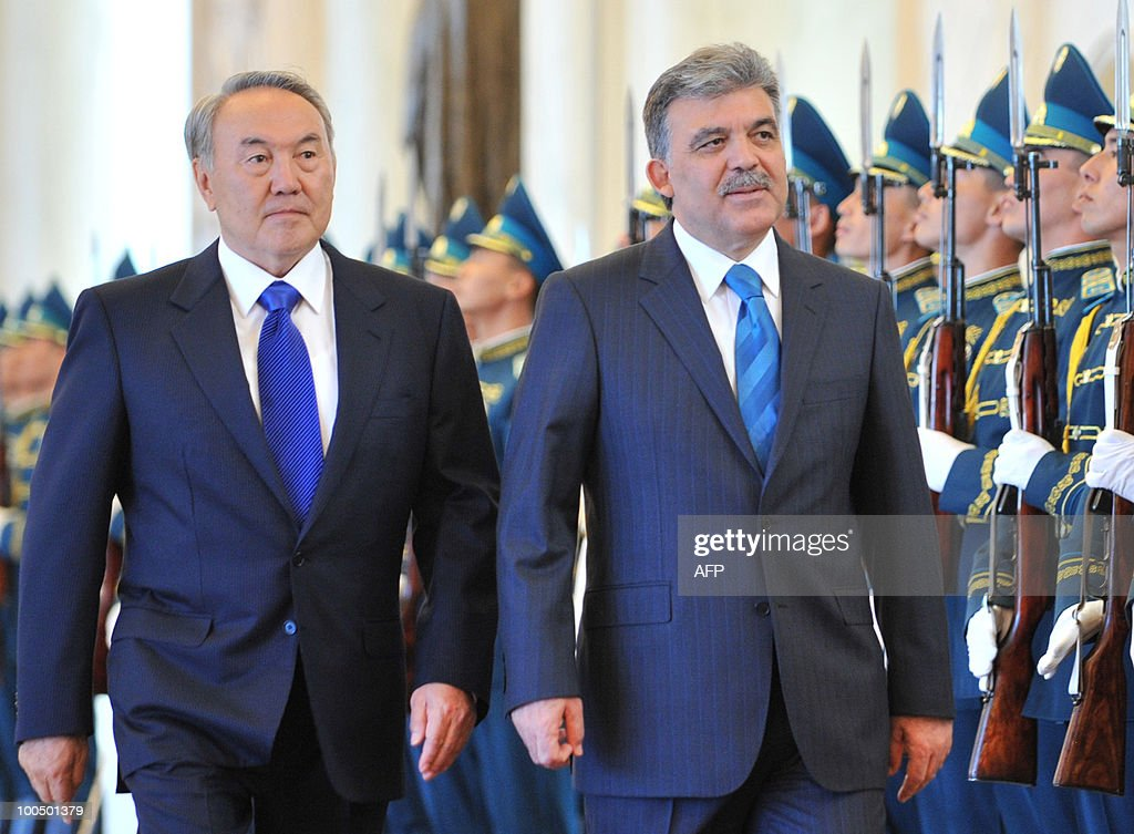 Turkish President Abdullah Gul (R) and Kazakh President Nursultan Nazarbayev (L) walk past an honour guard in Astana on May 25, 2010. Gul is on a brief visit for bilateral talks.
