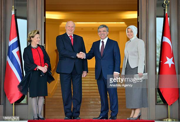 Turkish President Abdullah Gul , King Harald V of Norway , Queen Sonja and Turkish President's wife Hayrunnisa Gul pose during the official welcoming...