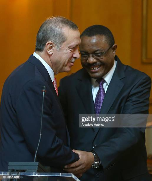 Turkish President Recep Tayyip Erdogan and Ethiopian Prime Minister Hailemariam Desalegn shake hands during a joint press conference in Addis Ababa,...
