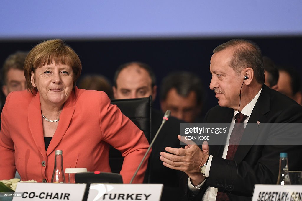 Turkish President Recep Tayyip Erdogan (R) applaouses as German Chancellor Angela Merkel (L) speaks on May 23, 2016 during the World Humanitarian Summit in Istanbul. The over 60 heads of state and government gathered for the two-day summit convened by UN Secretary General Ban Ki-moon will have to defeat considerable scepticism that the event will turn into a well-intentioned but fruitless talking shop. German Chancellor Angela Merkel, one of the hightest profile guests at the summit, called for an end to empty pledges on aid that fizzled into nothing. KOSE
