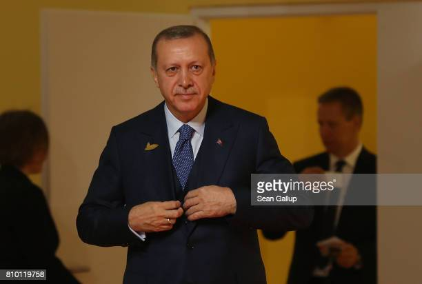 Turkish President Recep Tayyip Erdogan arrives for the first day of the G20 economic summit on July 7 2017 in Hamburg Germany The G20 group of...