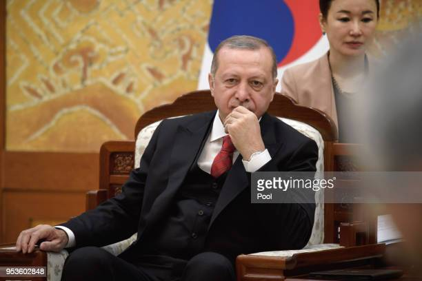 Turkish President Recep Tayyip Erdogan attends a meeting with South Korean President Moon Jaein at the Presidential Blue House in Seoul on May 2 2018...
