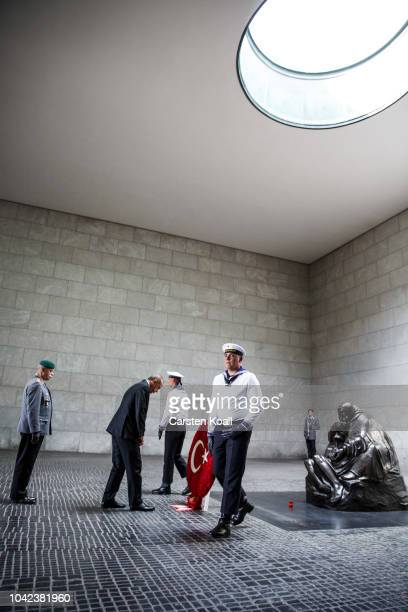 Turkish President Recep Tayyip Erdogan attends a wreathlaying ceremony at neue Wache on September 28 2018 in Berlin Germany President Erdogan is on...