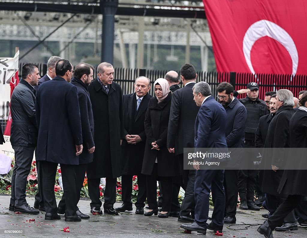 Turkish President Erdogan at the site of Istanbul terror attacks : Nachrichtenfoto