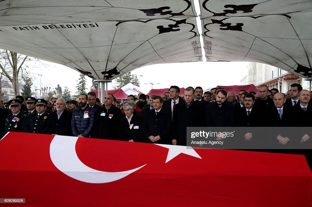Funeral held for martyred policeman in Turkey : Nachrichtenfoto