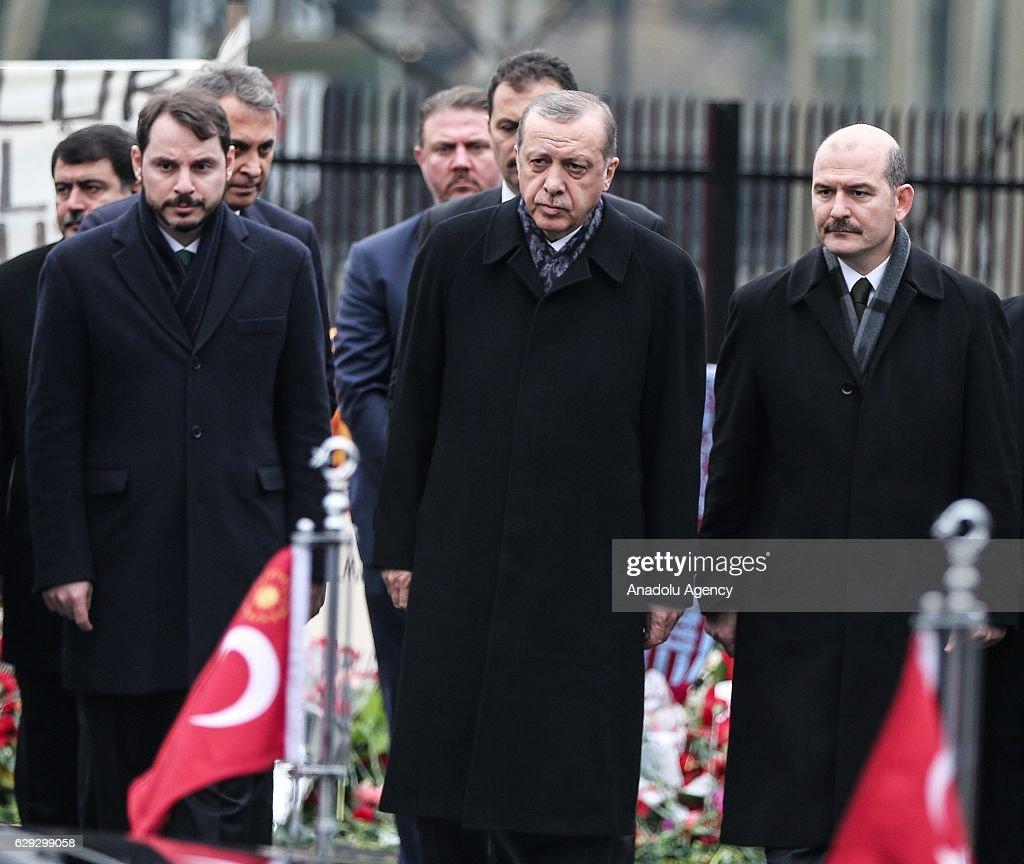 Turkish President Erdogan at the site of Istanbul terror attacks : Nachrichtenfoto