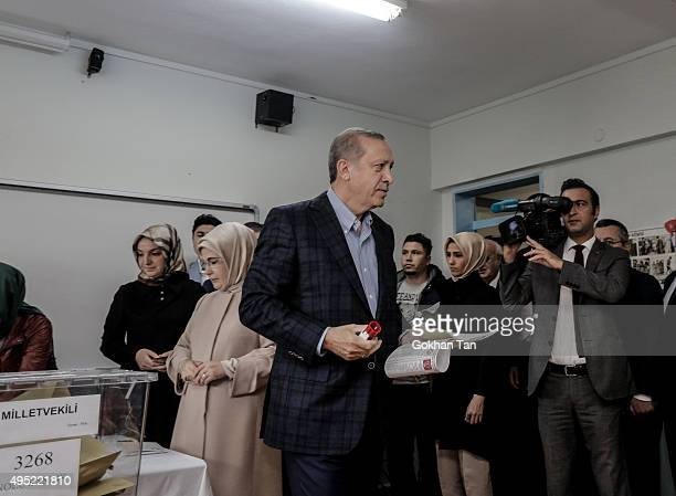 Turkish President Tayyip Erdogan casts his ballot at a polling station on November 1 in Istanbul Turkey Polls have opened in Turkey's second general...