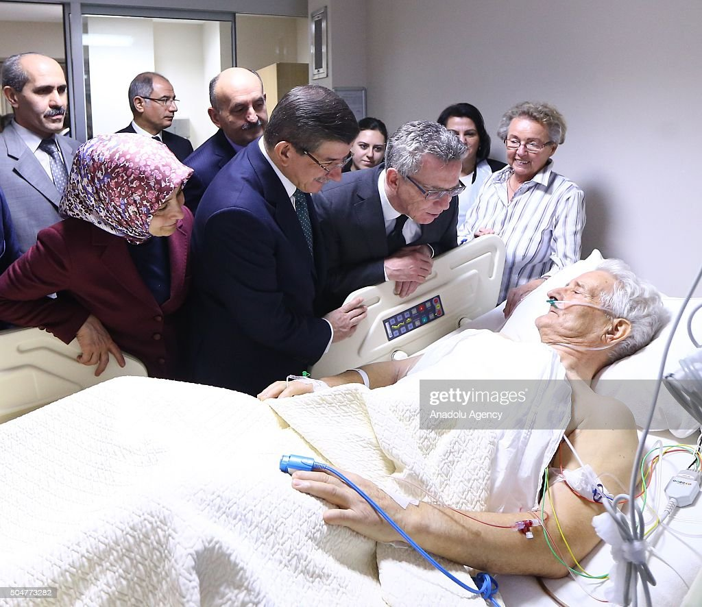 Turkish PM Davutoglu and Thomas de Maiziere visit tourists injured in Sultanahmet bombing : News Photo