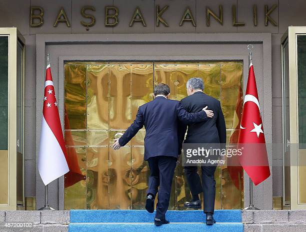 Turkish Prime Minister Ahmet Davutoglu welcomes his Singaporean counterpart Lee Hsien Loong with an official ceremony at the Prime Ministry Office in...