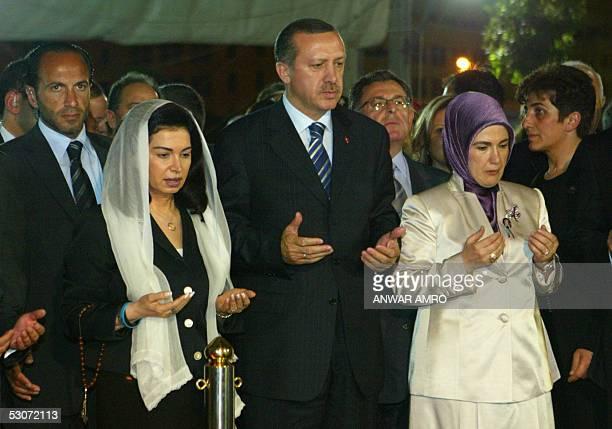 Turkish Prime Minister Recep Tayyip Erdogan his wife Emine and Nazik Hariri the widow of Lebanon's slain former Premier Rafik Hariri pray 15 June...