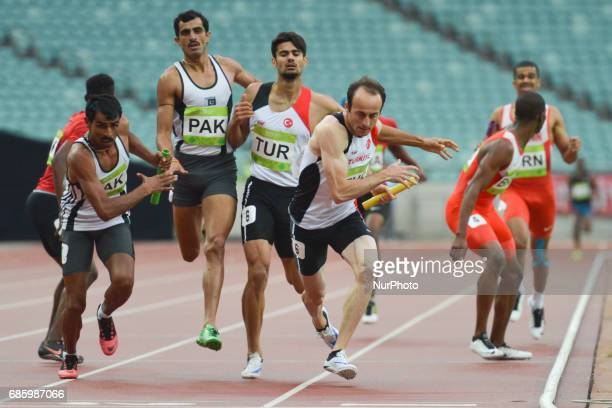 Turkish Relay takes a lead ahead of Pakistan relay during Men's 4 x 400 Relay final during day five of Athletics at Baku 2017 4th Islamic Solidarity...